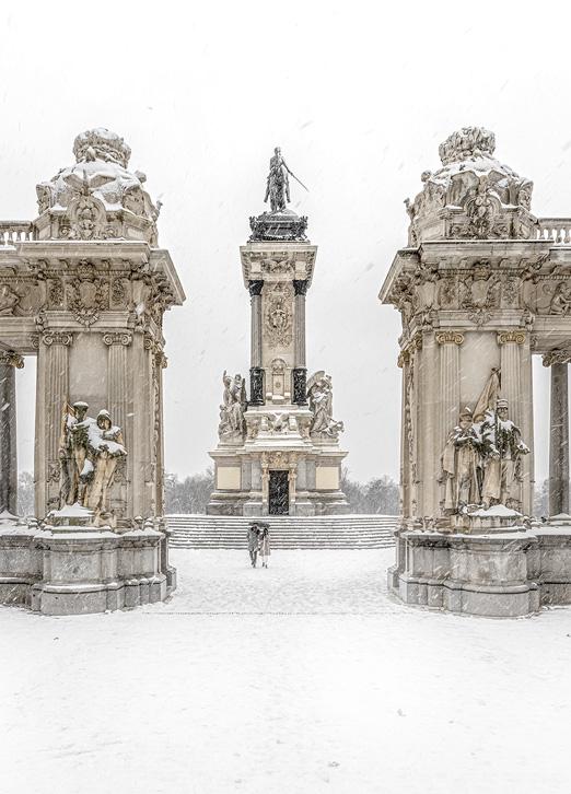 Monumento a Alfonso XII nevado en el Parque del Retiro, Filomena, Madrid, por Adolfo Gosálvez. Venta de Fotografía de autor en edición limitada. AG Shop