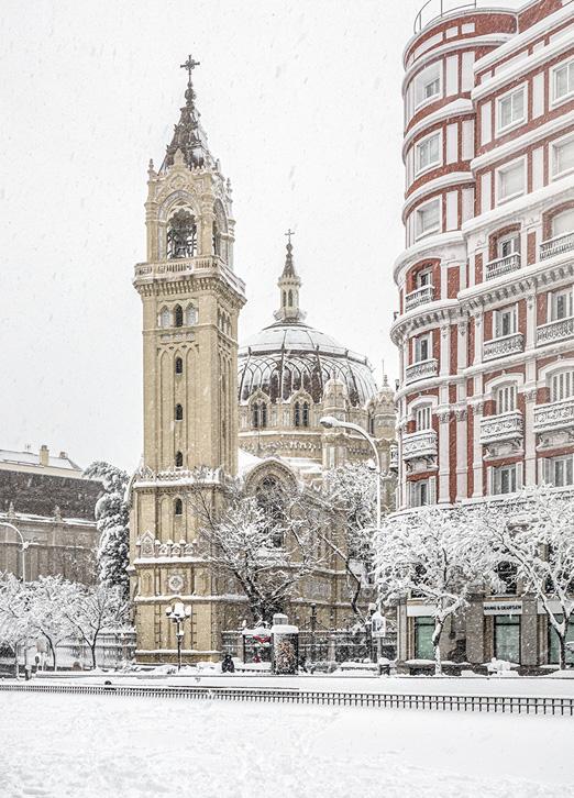 Iglesia de San Manuel y San Benito, Madrid Nevado por Adolfo Gosálvez. Venta de Fotografía de autor en edición limitada. AG Shop
