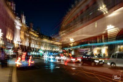 Vista nocturna de Regent Street en Londres, por Adolfo Gosálvez. Venta de Fotografía de autor en edición limitada. AG Shop