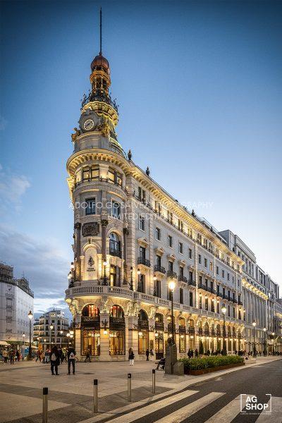 Vista nocturna Palacio de la Equitativa, actual Hotel Four Seasons en Madrid, por Adolfo Gosálvez. Venta de Fotografía de autor en edición limitada. AG Shop