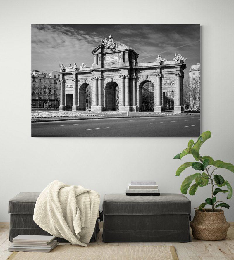 Puerta de Alcalá, Madrid, blanco y negro por Adolfo Gosálvez. Venta de Fotografía de autor en edición limitada. AG Shop
