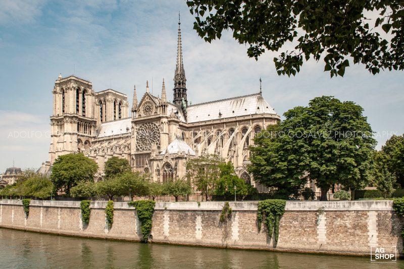Catedral de Notre Dame en París, por Adolfo Gosálvez. Venta de Fotografía de autor en edición limitada. AG Shop