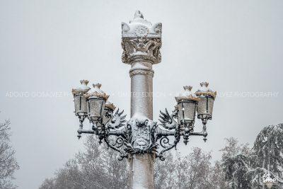 Filomena. Madrid Nevado. Farola del Parque del Retiro por Adolfo Gosálvez. Venta de Fotografía de autor en edición limitada. AG Shop