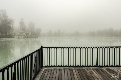 Retiro con niebla, vista desde el embarcadero por Adolfo Gosálvez. Venta de Fotografía de autor en edición limitada. AG Shop