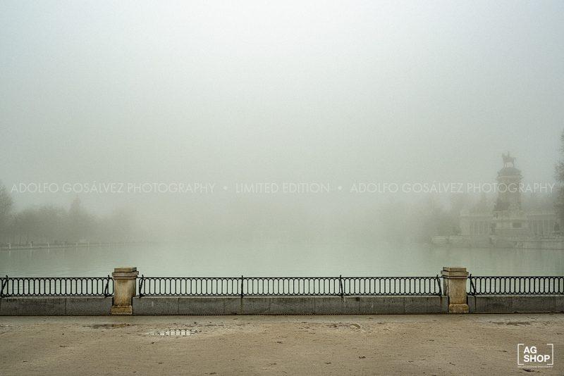Retiro con niebla por Adolfo Gosálvez. Venta de Fotografía de autor en edición limitada. AG Shop