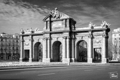 Puerta de Alcalá, Madrid, blanco y negro, por Adolfo Gosálvez. Venta de Fotografía de autor en edición limitada. AG Shop