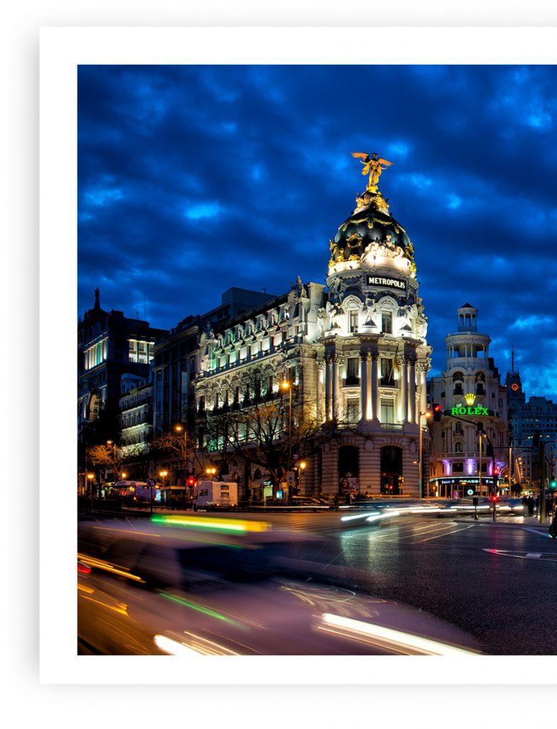 Edificio Metrópolis nocturno, Madrid, por el fotógrafo Adolfo Gosálvez. Venta de Fotografía de autor en edición limitada. AG Shop